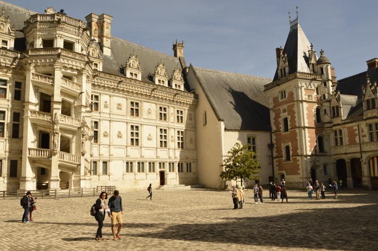 vive_les_vacances_cour_chateau_blois